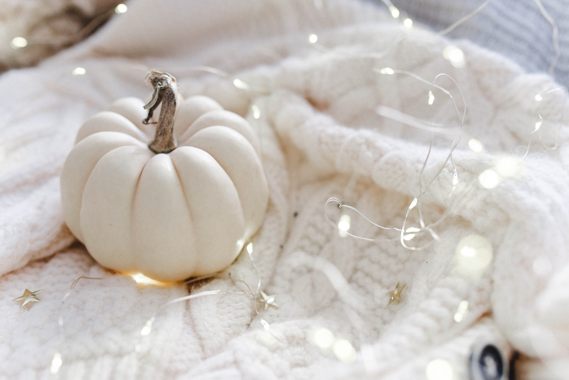 How to Make Your Apartment Extra Cozy for Autumn